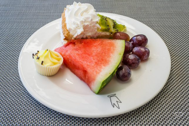 Melon, grapes, kiwi cream tart, cup cake